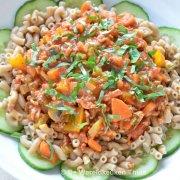 Macaroni met groenten-gehaktsaus